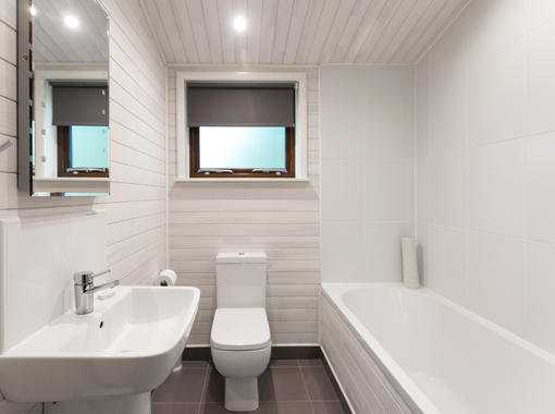 Bathroom with white bathroom suite