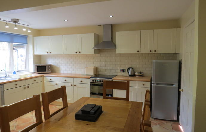 kitchen table and kitchen units