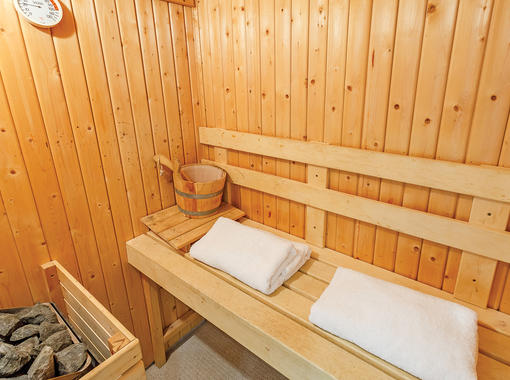 Sauna with seating area for two people and towels
